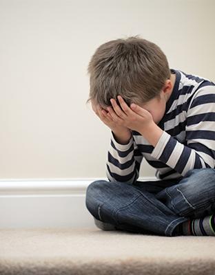 """""""Me destrozaron tres mochilas, llegaba con moratones a casa…pero creo que me destrozó más el ciberbullying"""". Informe Save the Children:  Bullying y ciberbullying en la infancia"""